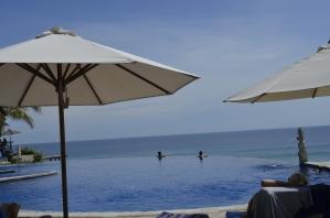 piscina borda infinita Bali