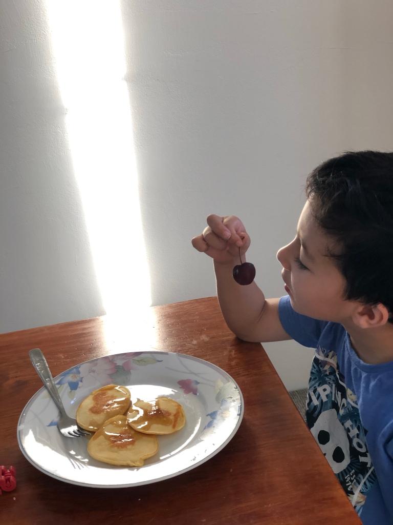 Comida para criança durante viagens